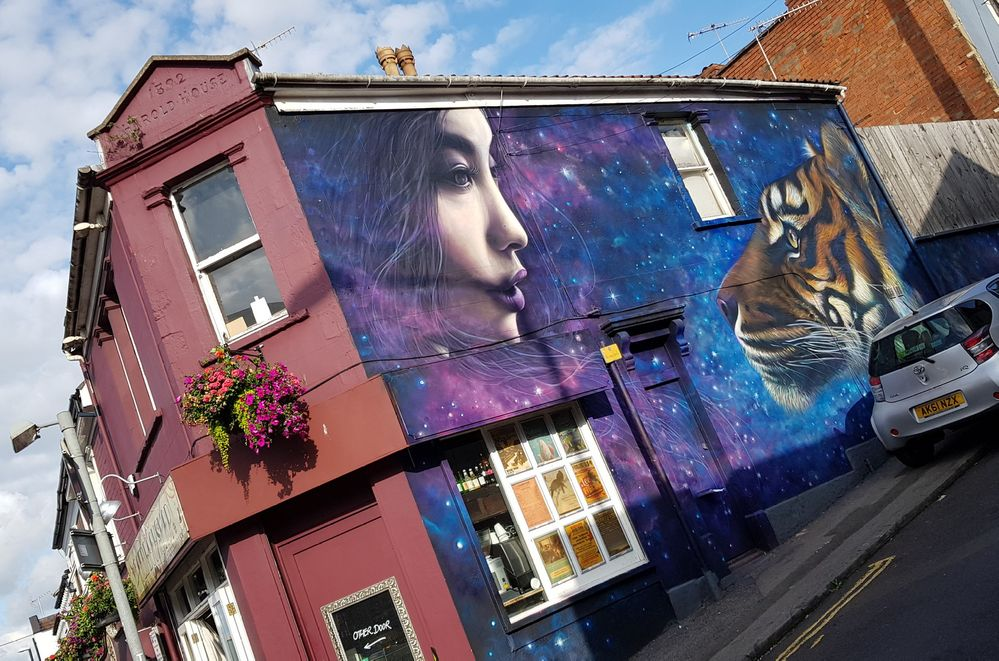 Gorgeous new wall by Kin Dose.  Pity the girl has the shadow from the streetlight across her face